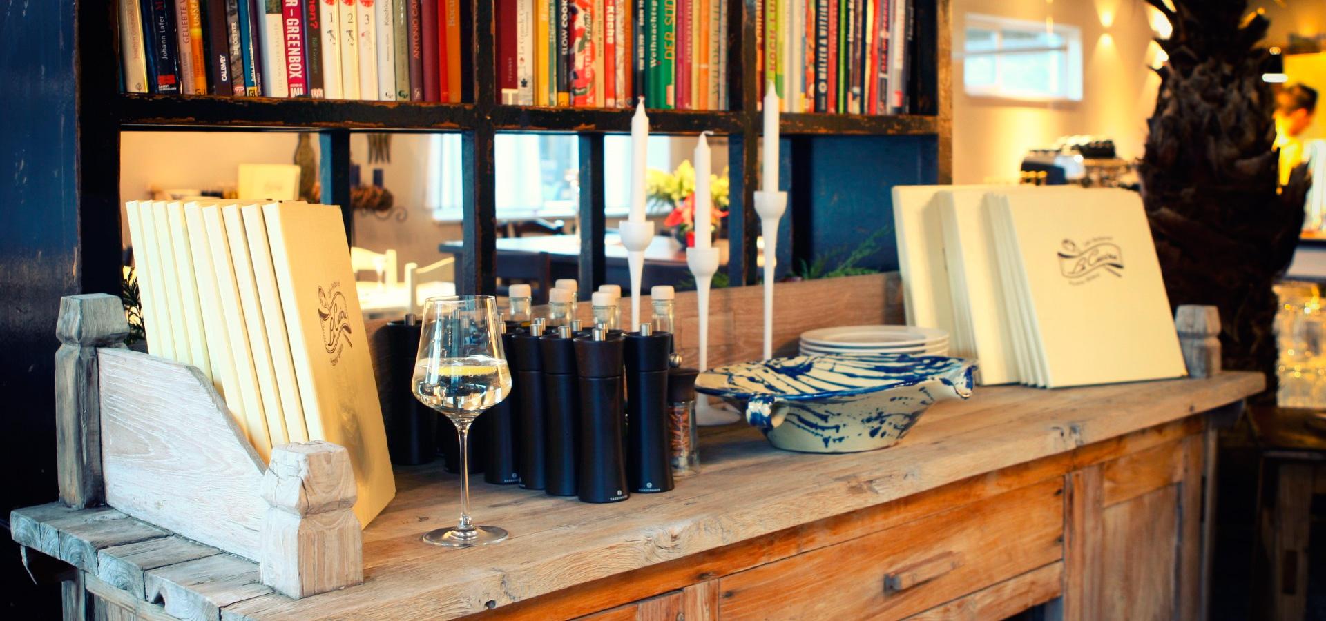 Holzkommode im La Cucina Restaurant